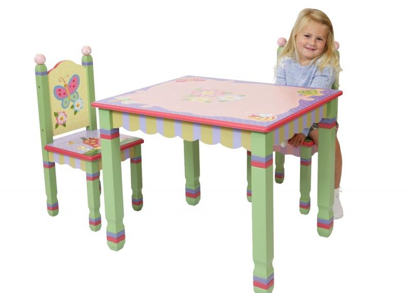 Tafel en stoeltjes met dieren 39 magic garden 39 tafeltjes en stoelen - Tafel roze kind ...