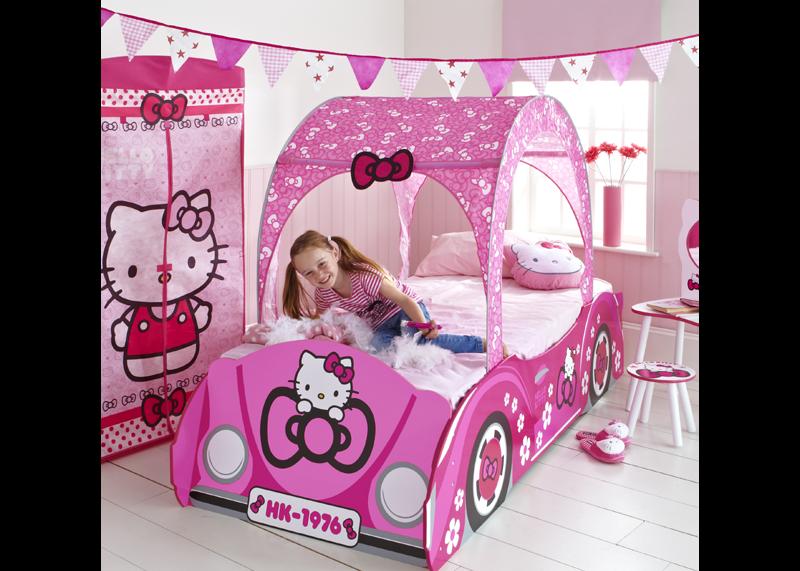 Hello kitty slaapkamer spullen : Hello Kitty meisjeskamer met hemelbed ...
